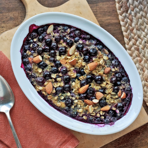 Baked Oatmeal with Blueberries and Almonds