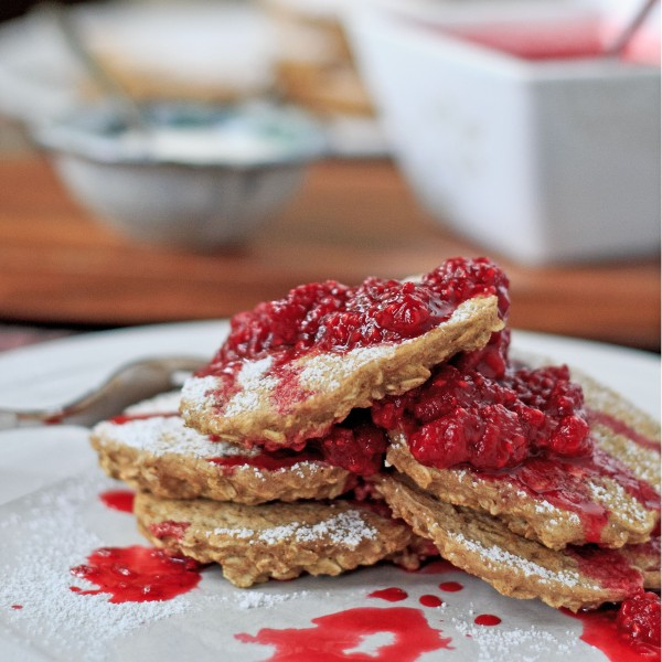 Cinnamon Oatcakes with Raspberry Compote